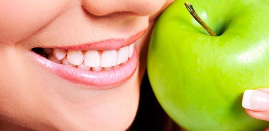 جلوگیری از پلاک دندان و جرم ناشی ازموادغذایی بارعایت بهداشت دهان