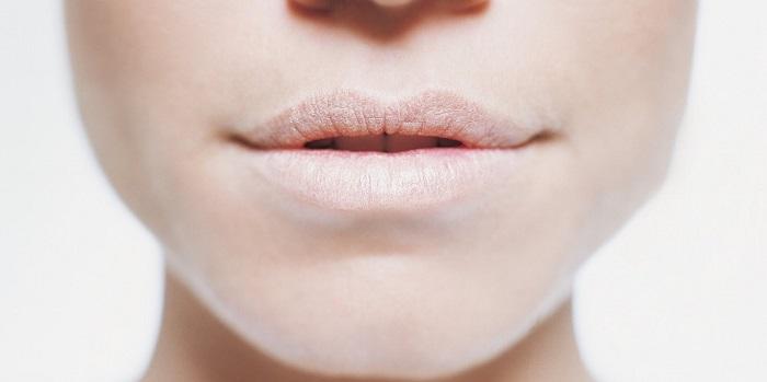 رفع خشکی دهان وگلو ناشی از داروهای خاص با مسواک و نخ دندان روزانه