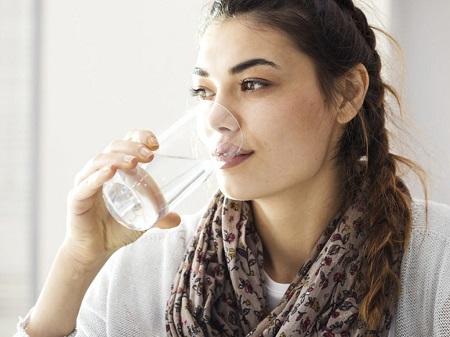 علائم و نشانههای خشکی دهان چه مواردی هستند؟