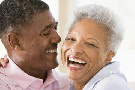 کشیدن-نخ-دندان-چطور-به-لثهها-کمک-میکند