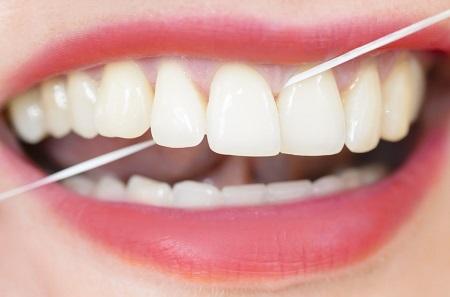 5 دلیل برای اهمیت بیشتر دادن به نخ دندان