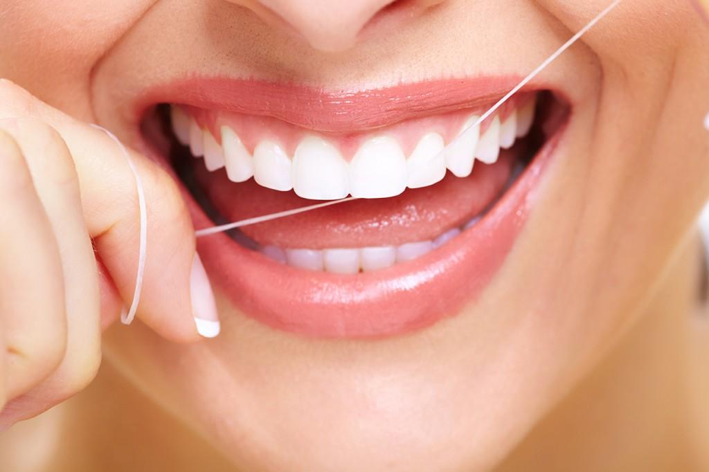 استفاده از گیرهی نخ دندان