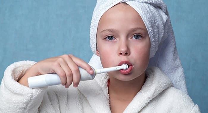 مسواک برقی به مسواک زدن طولانیتر و دقیقتر ما کمک میکند
