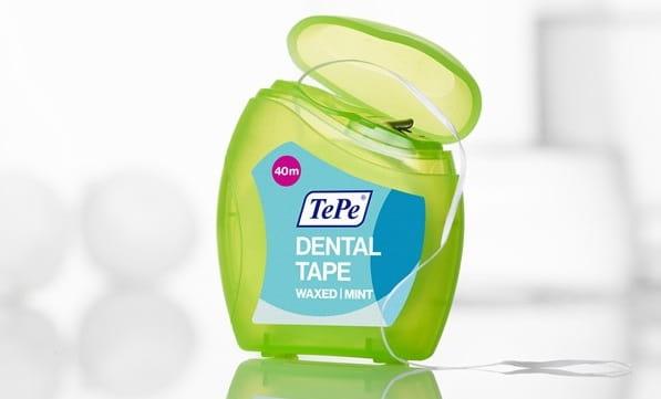 نخ دندان مومی
