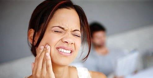 چرا درد دندان در شب شدیدتر است؟