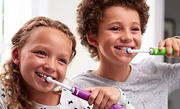 چرا مسواک زدن برای کودکان مهم است