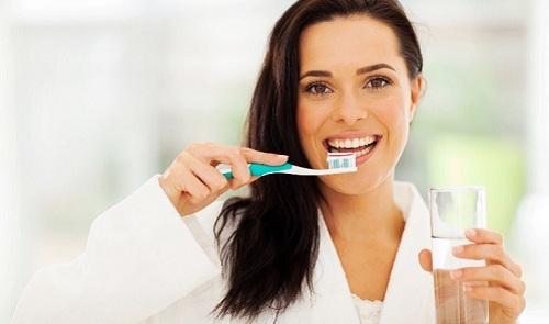 چگونه میتوانید در زمان شنا دندانهای خود را از کلر محافظت کنید؟